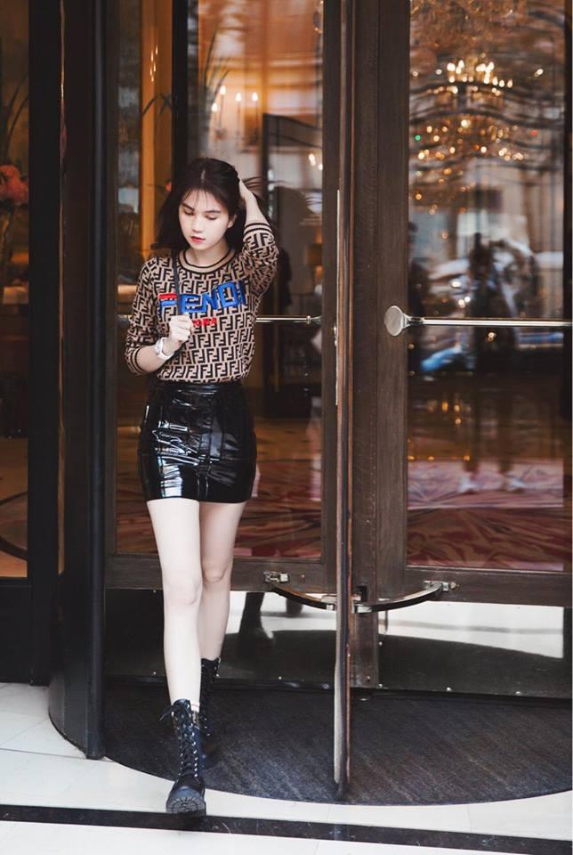 Sải bước trên đường phố Paris, Ngọc Trinh khoe street style chất lừ với hàng hiệu phủ người-1