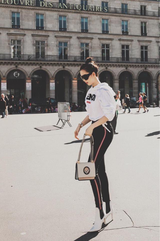 Sải bước trên đường phố Paris, Ngọc Trinh khoe street style chất lừ với hàng hiệu phủ người-10