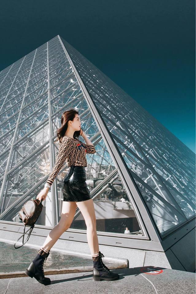 Sải bước trên đường phố Paris, Ngọc Trinh khoe street style chất lừ với hàng hiệu phủ người-2