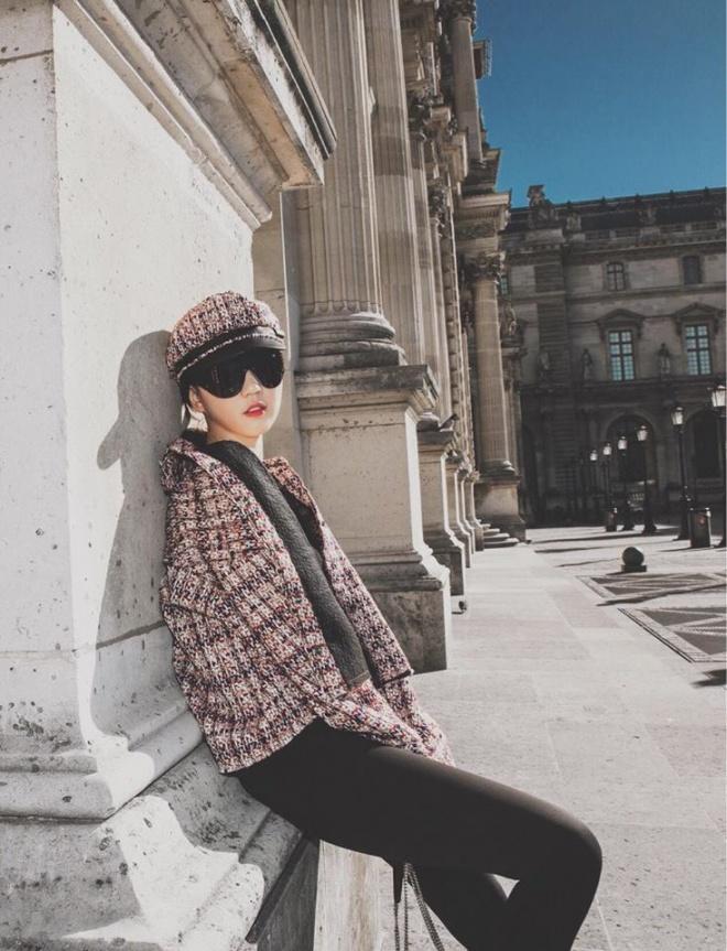 Sải bước trên đường phố Paris, Ngọc Trinh khoe street style chất lừ với hàng hiệu phủ người-3