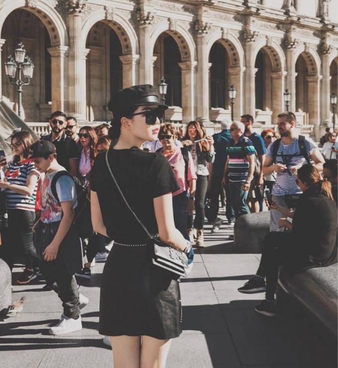Sải bước trên đường phố Paris, Ngọc Trinh khoe street style chất lừ với hàng hiệu phủ người-6