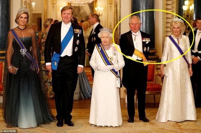 Bà Camilla lần đầu tái xuất bên chồng sau tin đồn ly hôn nhưng vẻ mặt của Thái tử Charles đã nói lên tất cả-5