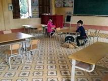Học sinh đồng loạt nghỉ vì phải mang khẩu trang trong lớp