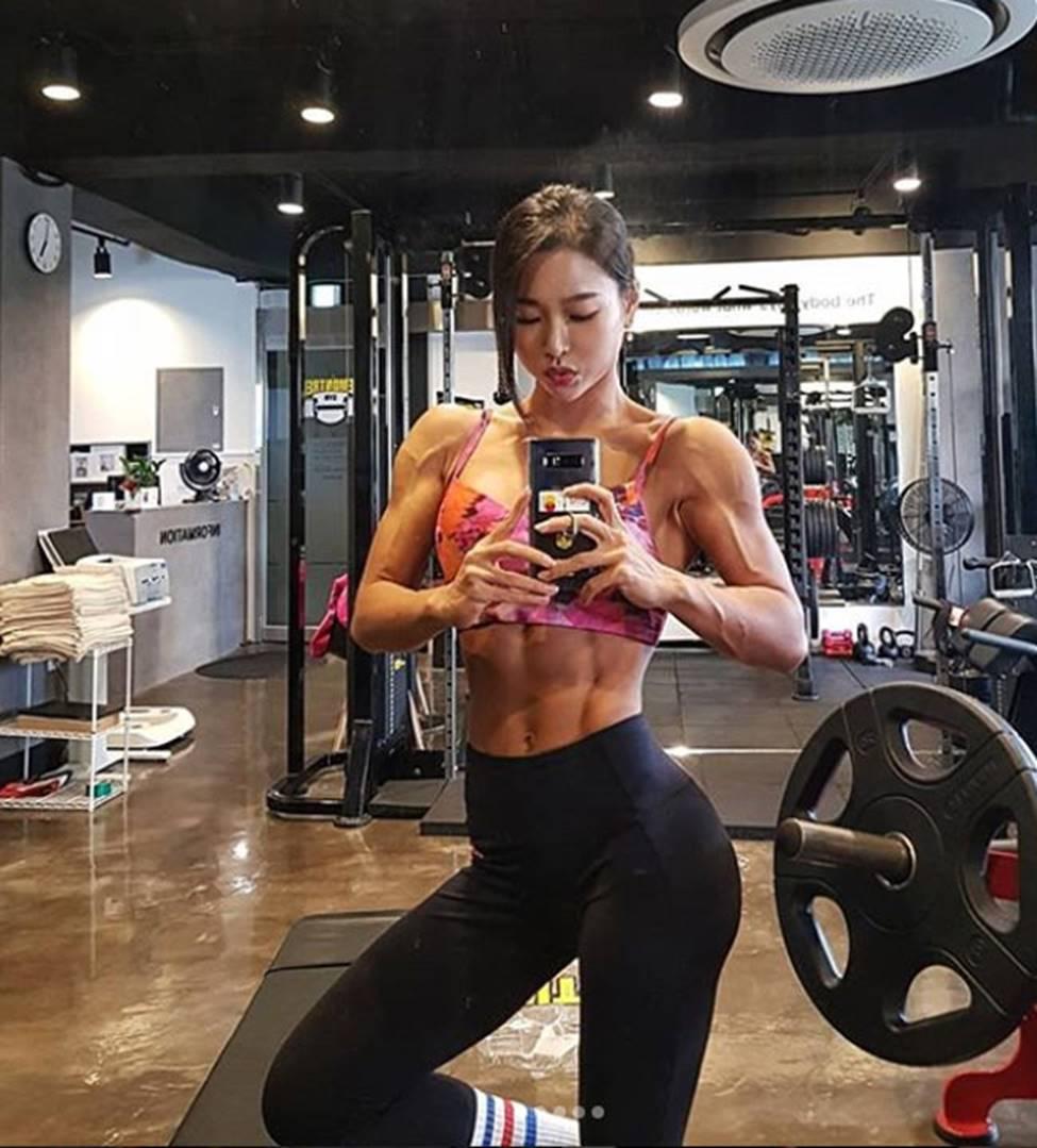 3 cô gái Hàn mặt xinh như mộng nhưng cơ bắp khiến đàn ông khiếp sợ-15