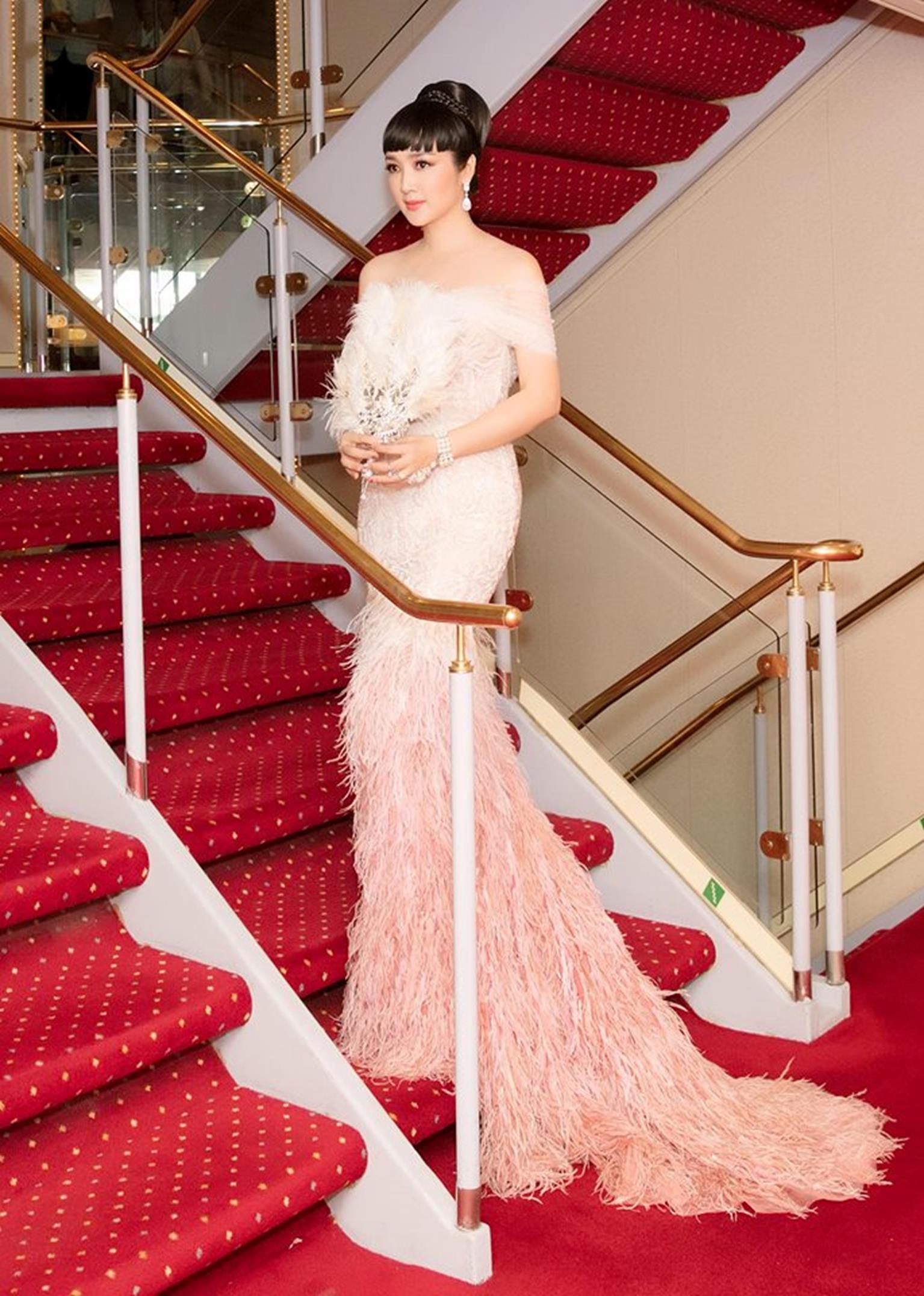 HH Giáng My đẹp tựa nữ thần đốn tim khán giả khi đi chấm thi Hoa hậu-5