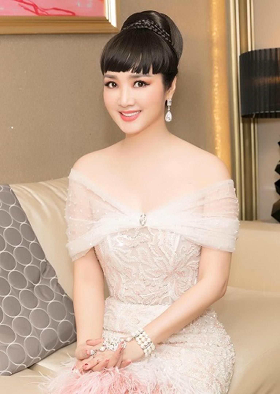 HH Giáng My đẹp tựa nữ thần đốn tim khán giả khi đi chấm thi Hoa hậu-13