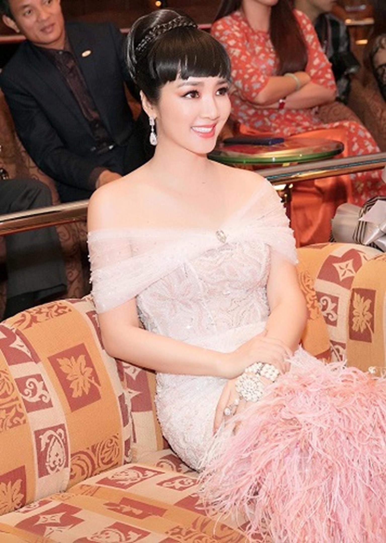 HH Giáng My đẹp tựa nữ thần đốn tim khán giả khi đi chấm thi Hoa hậu-6