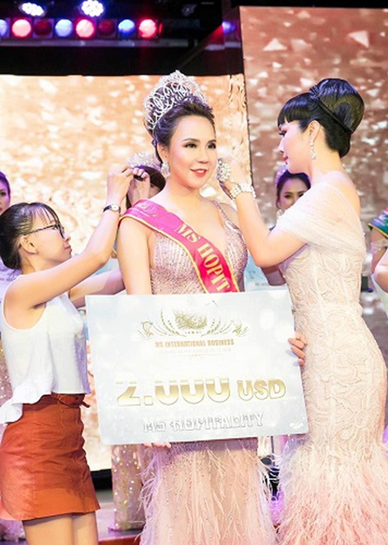 HH Giáng My đẹp tựa nữ thần đốn tim khán giả khi đi chấm thi Hoa hậu-8