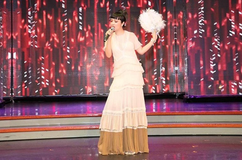 HH Giáng My đẹp tựa nữ thần đốn tim khán giả khi đi chấm thi Hoa hậu-9
