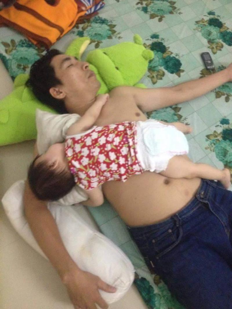Những bức ảnh chứng minh: Mẹ cứ yên tâm công tác, bố chăm con tốt lắm-9