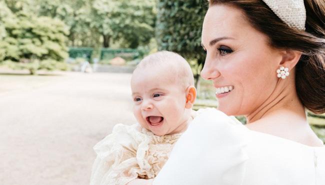 Người hâm mộ phát sốt khi rò rỉ hình ảnh mới nhất của Hoàng tử út Louis tròn 6 tháng tuổi bên cạnh cha mẹ-3
