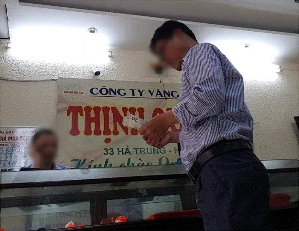 Chợ ngoại tệ chui lớn nhất Hà Nội vẫn tấp nập-4