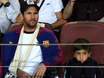 Messi bó bột tay phải, được cậu con trai cả mang thần thái