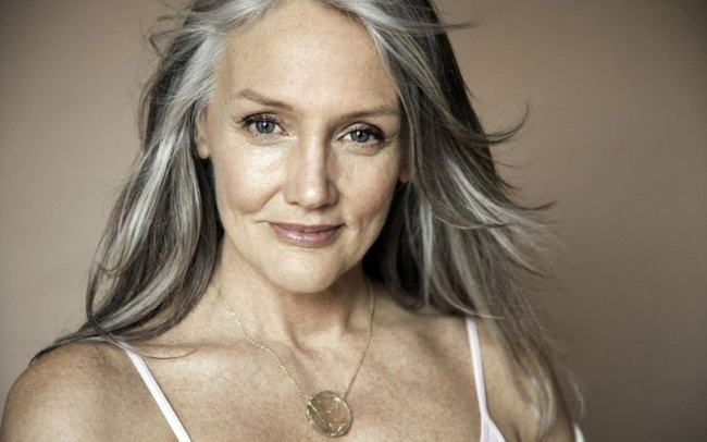 Cindy Joseph: Người phụ nữ không sợ già, ngoài 50 tuổi tìm thấy tình yêu và trở thành người mẫu nổi tiếng thế giới-1