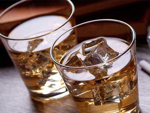 Bác sĩ lý giải: Uống bao nhiêu rượu thì có nguy cơ gây tai nạn khi tham gia giao thông?-2