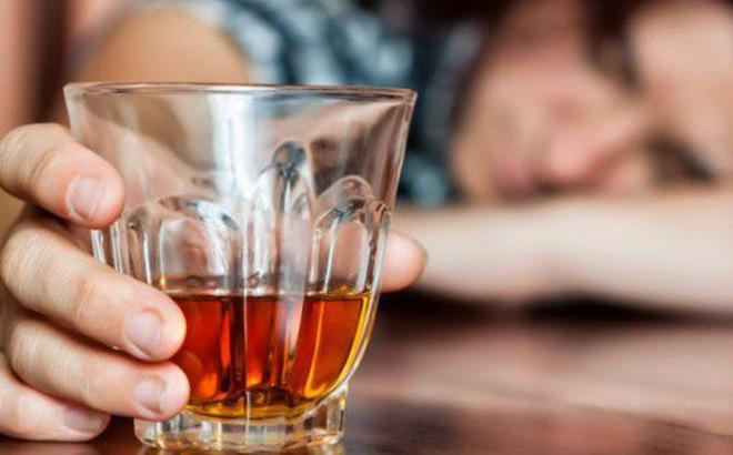 Bác sĩ lý giải: Uống bao nhiêu rượu thì có nguy cơ gây tai nạn khi tham gia giao thông?-1