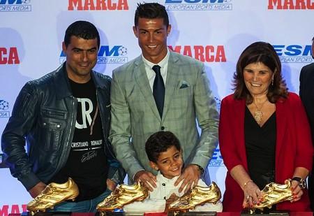 Dính nghi án hiếp dâm, C.Ronaldo vẫn được tôn vinh tại quê nhà-2