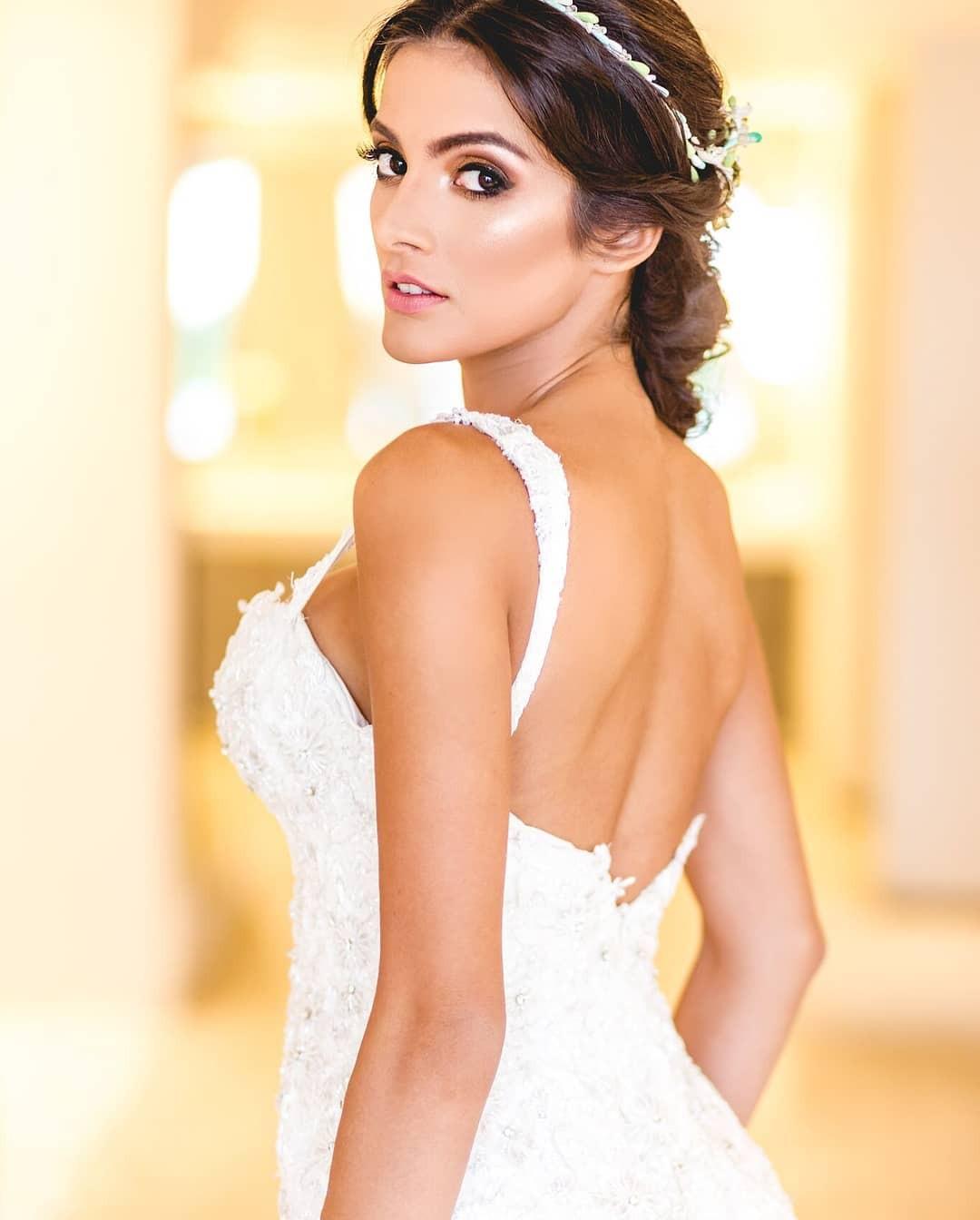 Tân Hoa hậu ngất xỉu: Đẹp như nữ thần Hy Lạp, nhưng bất ngờ hơn là body và profile không vừa của cô-2
