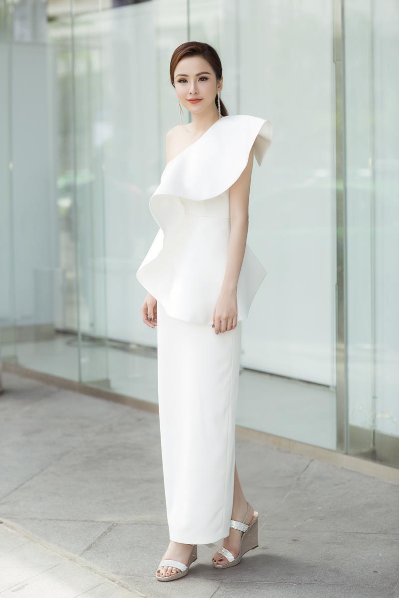 Xuất hiện lạ hoắc thế này, bạn có nhận ra đây là Hoa hậu nổi tiếng nào của showbiz Việt?-2