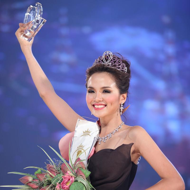 Xuất hiện lạ hoắc thế này, bạn có nhận ra đây là Hoa hậu nổi tiếng nào của showbiz Việt?-16