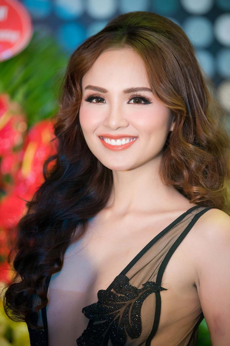 Xuất hiện lạ hoắc thế này, bạn có nhận ra đây là Hoa hậu nổi tiếng nào của showbiz Việt?-18