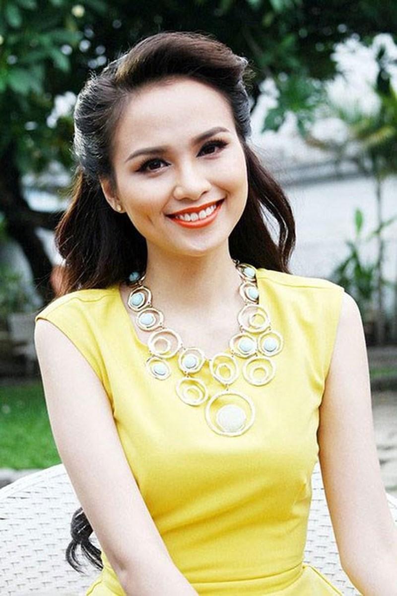 Xuất hiện lạ hoắc thế này, bạn có nhận ra đây là Hoa hậu nổi tiếng nào của showbiz Việt?-19