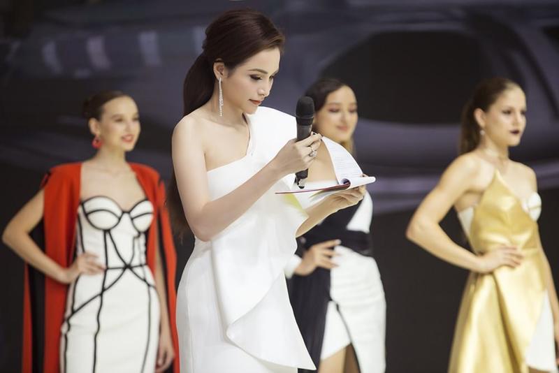 Xuất hiện lạ hoắc thế này, bạn có nhận ra đây là Hoa hậu nổi tiếng nào của showbiz Việt?-4
