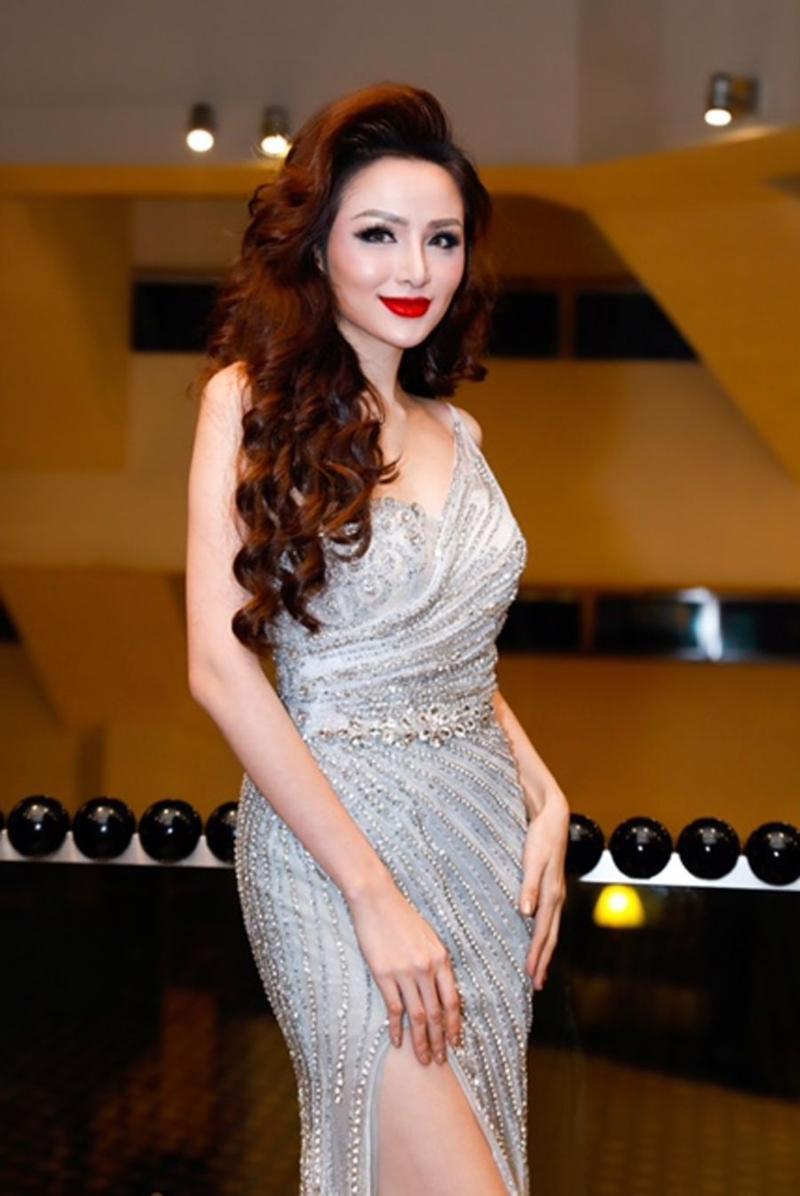 Xuất hiện lạ hoắc thế này, bạn có nhận ra đây là Hoa hậu nổi tiếng nào của showbiz Việt?-8