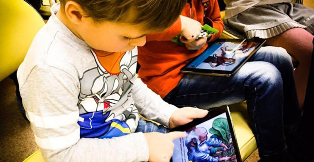 Trẻ tiếp xúc điện thoại, iPad sớm sẽ ảnh hưởng khả năng ngôn ngữ-1