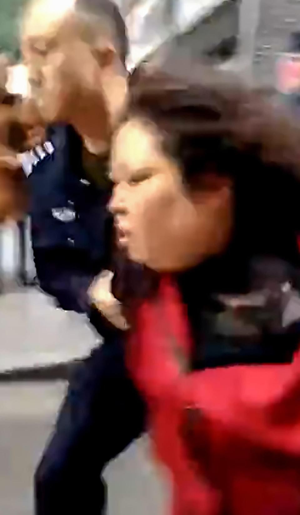 Trung Quốc: Người phụ nữ loạn trí cầm dao chặt thịt tấn công trường mẫu giáo, ít nhất 14 học sinh bị thương-7