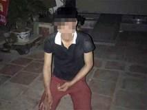 Lẻn vào nhà định hiếp dâm người phụ nữ 3 con, nam thợ xây bị người dân bắt quỳ gối ở Hà Nội?