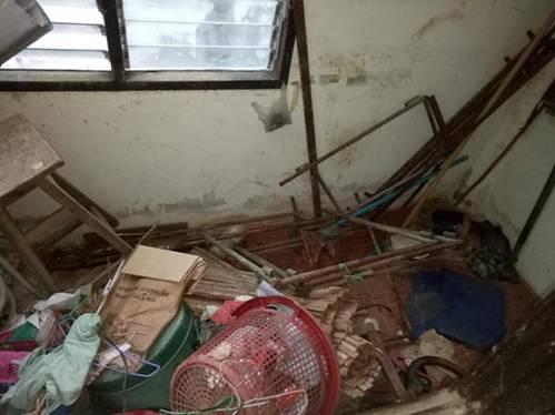 Cho chồng cũ thuê nhà, người phụ nữ khóc thét khi nhận phòng như bãi rác, bồn cầu đen kịt-2