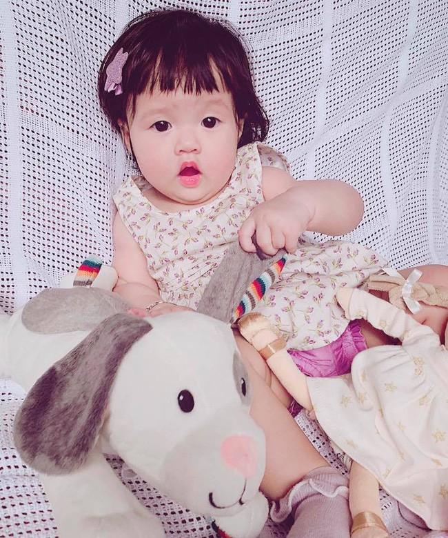 Hoa hậu Đặng Thu Thảo khoe ảnh con, cư dân mạng hết lời khen giống mẹ-2