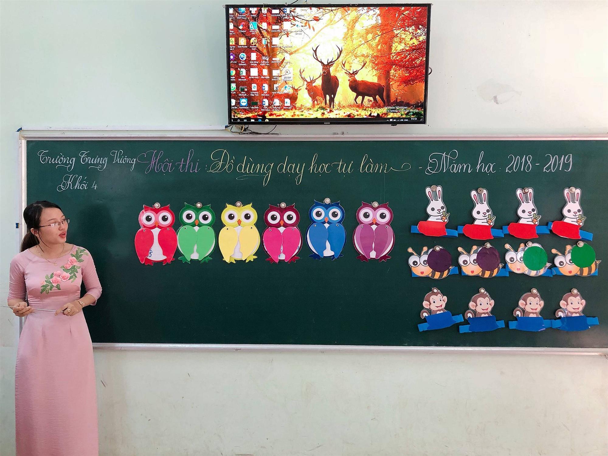 Các cô giáo viết đẹp hơn đánh máy ở Quảng Trị tiếp tục gây sốt với khả năng sáng tạo đồ dùng dạy học không giới hạn-4