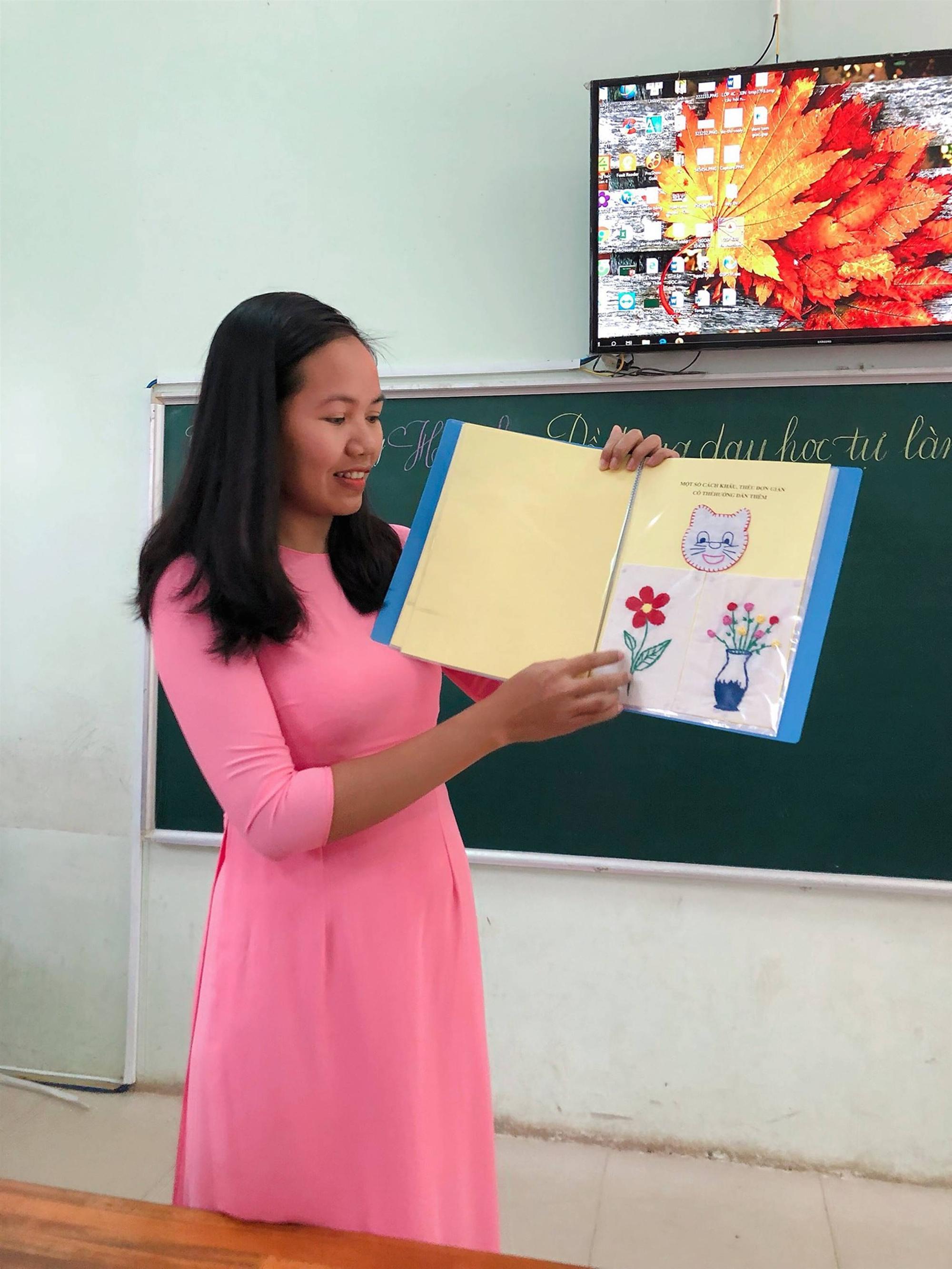 Các cô giáo viết đẹp hơn đánh máy ở Quảng Trị tiếp tục gây sốt với khả năng sáng tạo đồ dùng dạy học không giới hạn-5