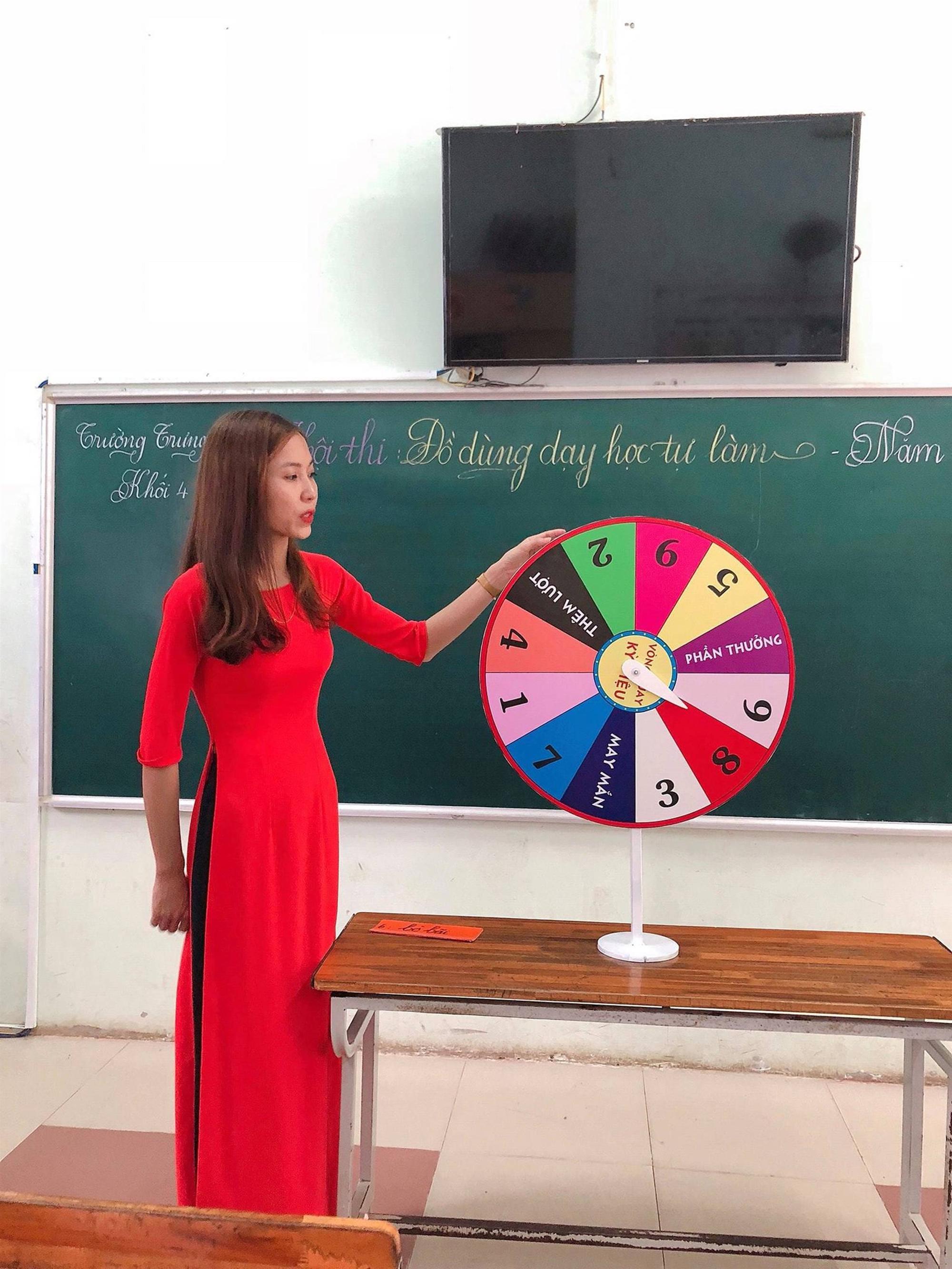 Các cô giáo viết đẹp hơn đánh máy ở Quảng Trị tiếp tục gây sốt với khả năng sáng tạo đồ dùng dạy học không giới hạn-6