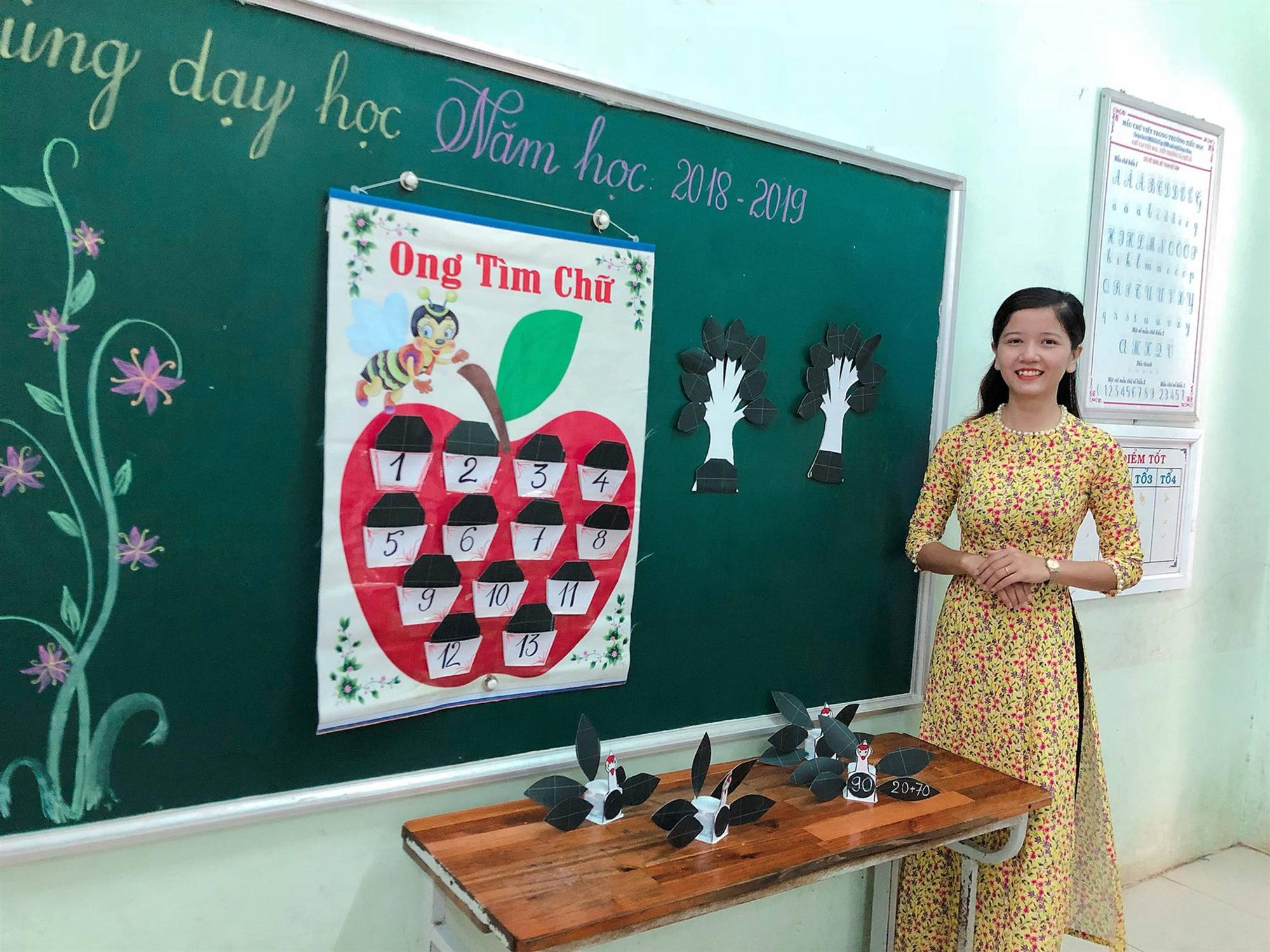 Các cô giáo viết đẹp hơn đánh máy ở Quảng Trị tiếp tục gây sốt với khả năng sáng tạo đồ dùng dạy học không giới hạn-7