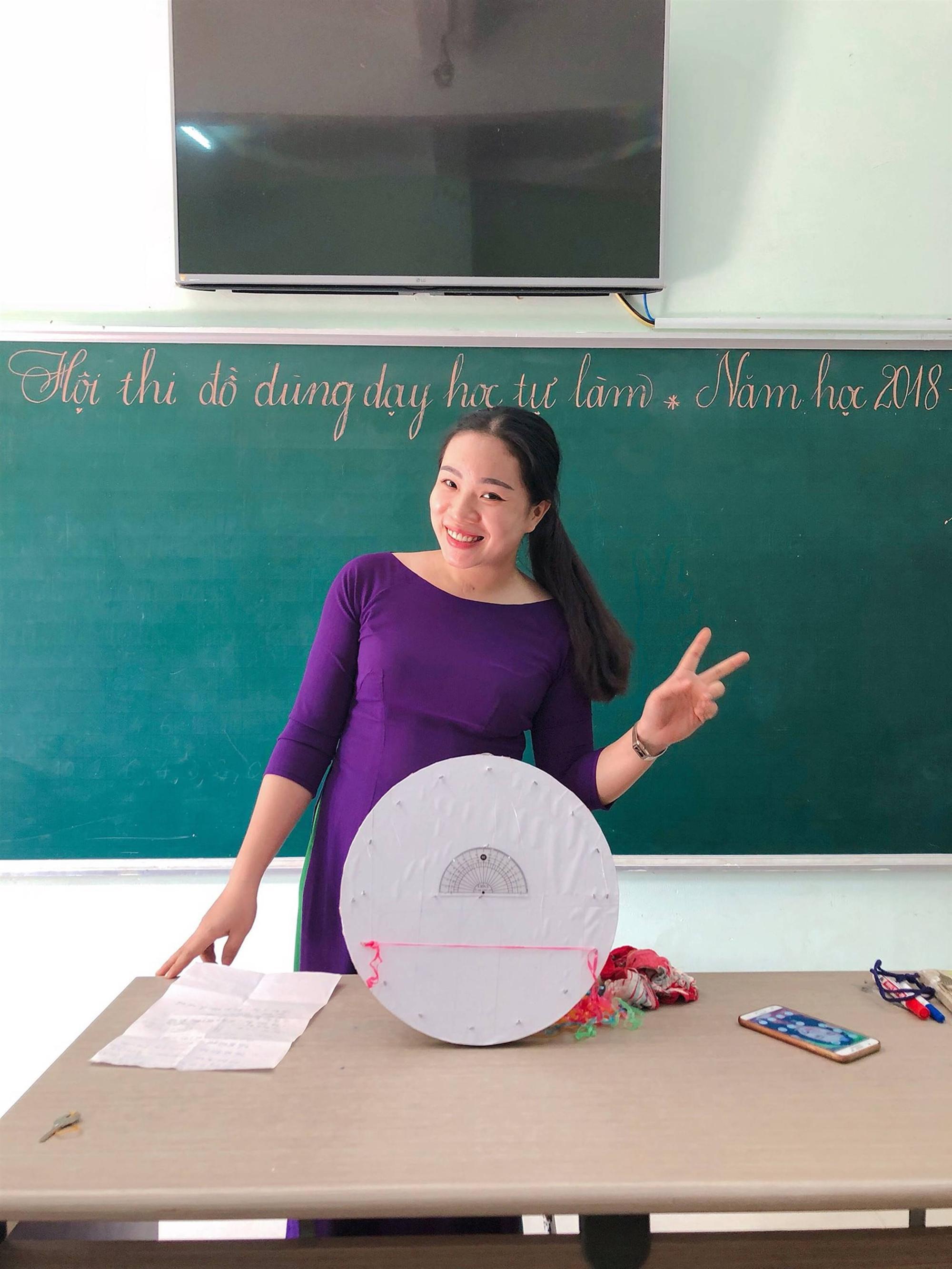 Các cô giáo viết đẹp hơn đánh máy ở Quảng Trị tiếp tục gây sốt với khả năng sáng tạo đồ dùng dạy học không giới hạn-9