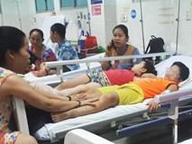 TP.HCM: 26 trẻ nhập viện cấp cứu sau khi ăn bánh mì chà bông gà lúc đi lễ nhà thờ