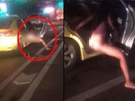 Đang dừng đèn đỏ, cô gái thò chân xuống ôtô làm một hành động khiến người đi đường choáng váng