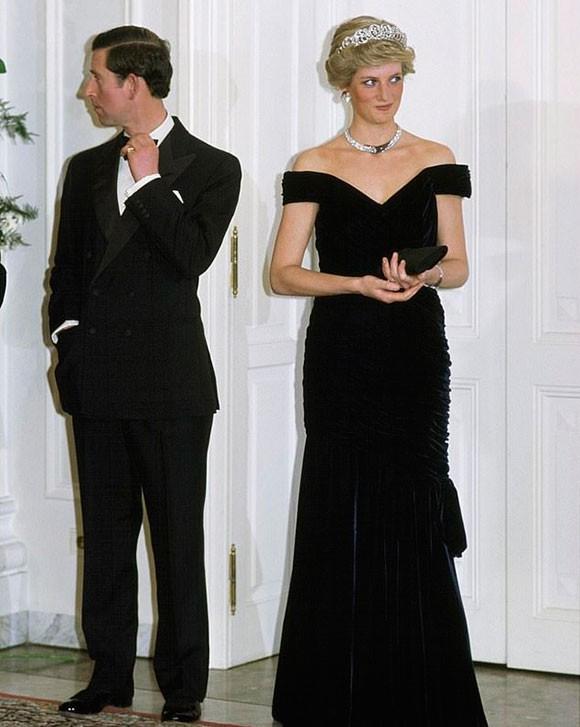 Vì hành động phá vỡ quy tắc này, Công nương Diana đã khiến mẹ chồng giận dữ và gửi thư yêu cầu phải ly hôn-1