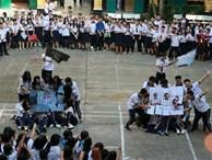 Nhảy flashmob chào mừng 20-11, học sinh cuối cấp khiến cả trường 'phát cuồng'