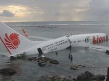 Lực lượng cứu hộ Indonesia đã tìm thấy máy bay chở 188 người rơi xuống biển gãy làm đôi