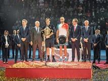 Federer nối dài kỷ lục vô tiền khoáng hậu, Hamilton tiến gần