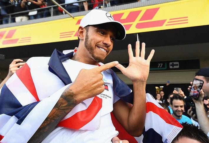 Federer nối dài kỷ lục vô tiền khoáng hậu, Hamilton tiến gần ngai vàng của huyền thoại Schumacher-7