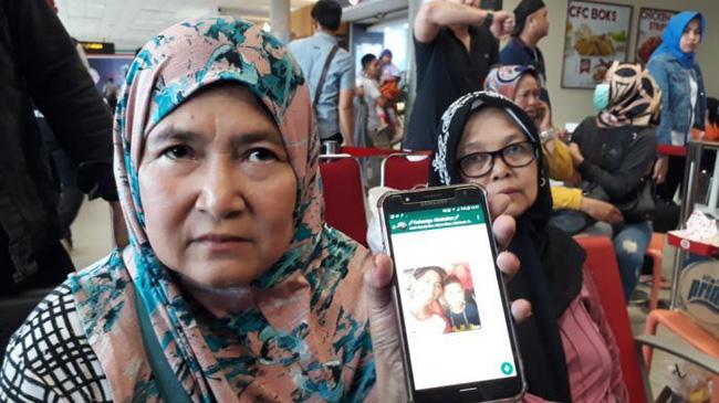 Rơi máy bay Indonesia: Xót xa bức ảnh nụ cười cuối cùng của hai bố con đi xem bóng đá, vĩnh viễn không trở về-3