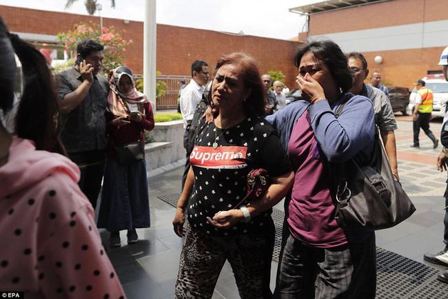 Rơi máy bay Indonesia: Xót xa bức ảnh nụ cười cuối cùng của hai bố con đi xem bóng đá, vĩnh viễn không trở về-5