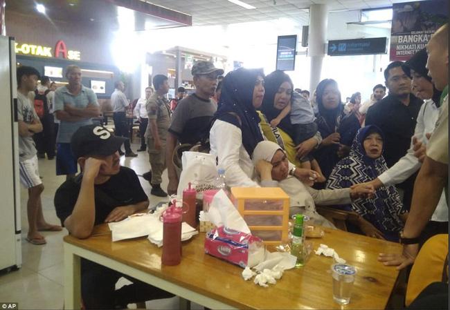 Rơi máy bay Indonesia: Xót xa bức ảnh nụ cười cuối cùng của hai bố con đi xem bóng đá, vĩnh viễn không trở về-6