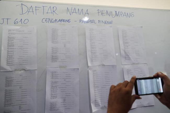 Rơi máy bay Indonesia: Xót xa bức ảnh nụ cười cuối cùng của hai bố con đi xem bóng đá, vĩnh viễn không trở về-8