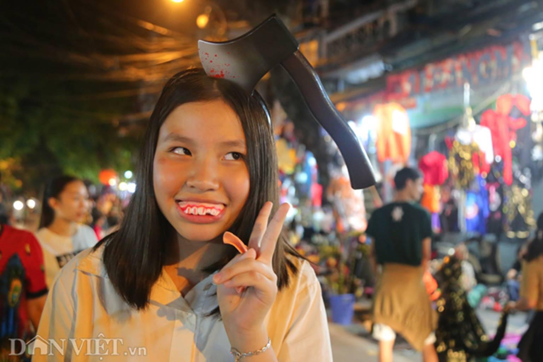 Hú vía gặp ma quỷ dạo chơi trên phố Hà Nội-5